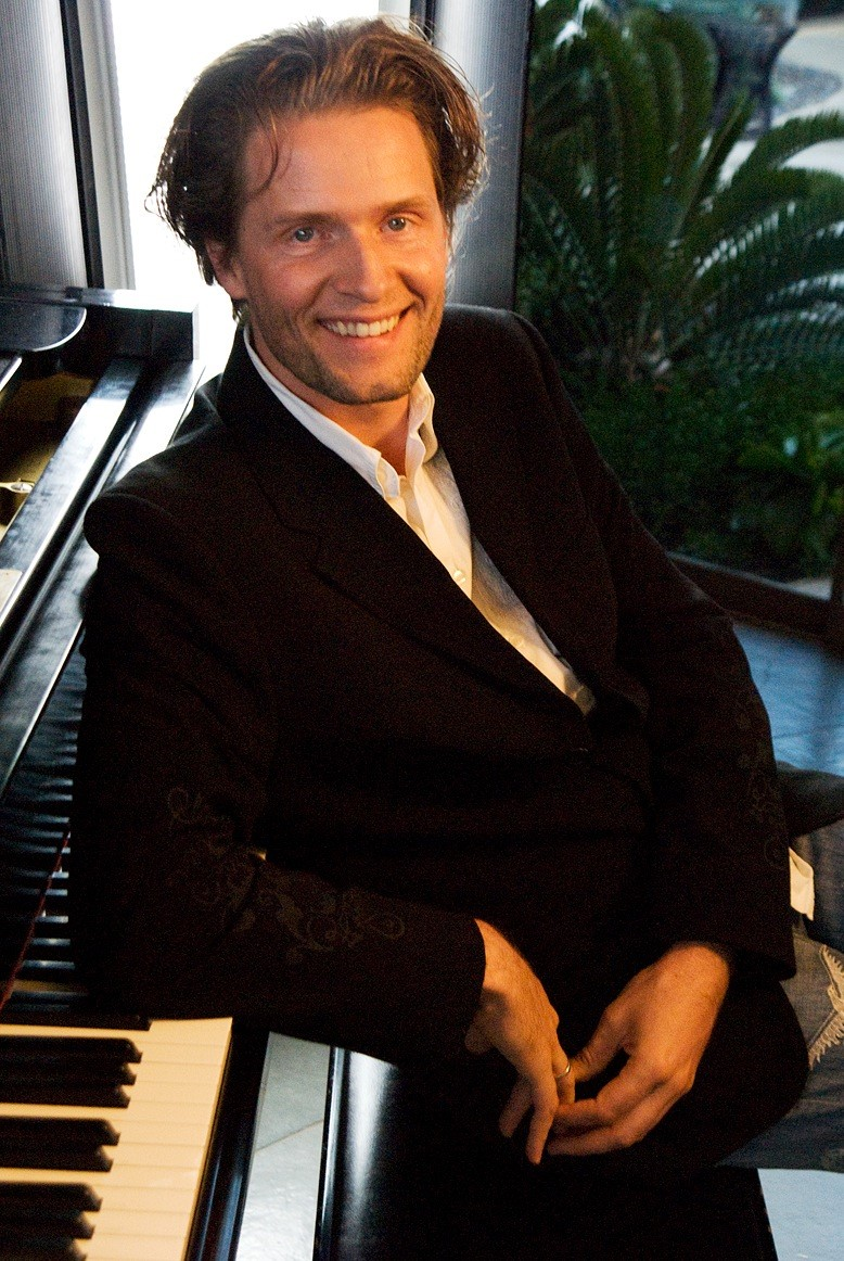 """Toby Gad's """"All of Me"""" Reaches #1 on Billboard's Hot 100"""