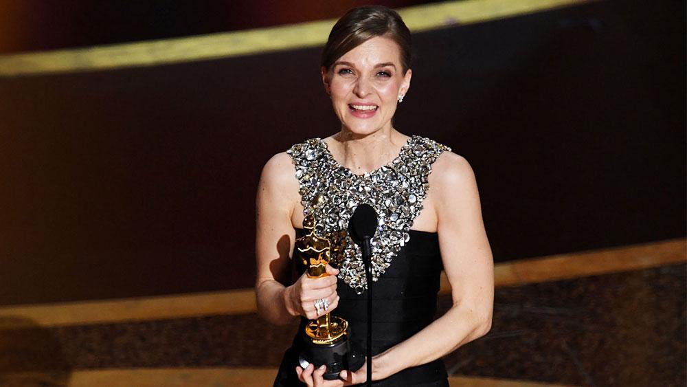 "<span style=""font-size: 14pt;"">Hildur Guðnadóttir Wins Best Original Score at The Oscars</span>"