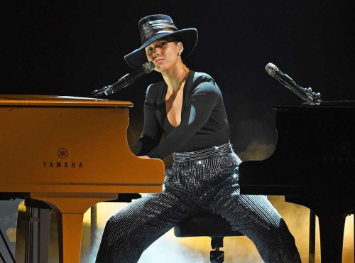 """2019 Grammys Alicia Keys Covers """"Killing Me Softly With His Song"""""""